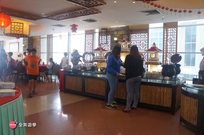 宿霧景點推薦:Cebu皇冠麗晶飯店 Crown Regency_Sky Walk + 夜光高爾夫 mini golf+ 舒壓按摩+6D電影+室內游泳池